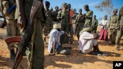 Membros do al-Shabab capturados