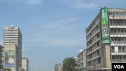 Le Boulevard du 30 juin, dans le quartier des affaires de Kinshasa