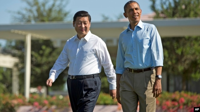 President Barack Obama and Chinese President Xi Jinping, left, walk at the Annenberg Retreat of the Sunnylands estate on June 8, 2013 in Rancho Mirage, Calif.