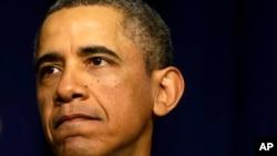 Tổng thống Obama kêu gọi Quốc Hội hành động để tránh việc giảm công chi, và cảnh báo rằng những cắt giảm sẽ gây thiệt hại cho những nguời dễ bị tổn thương nhất
