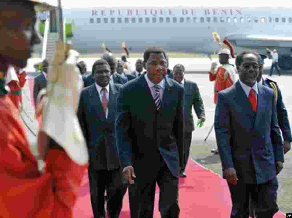 Presidents of Benin Boni Yayi (C) is escorted by Ivory Coast strongman Laurent Gbagbo's Prime Minister Gilbert Marie N'gbo Ake (R) as he arrives at Felix Houphouet Boigny airport in Abidjan before holding separate talks with Gbagbo and his rival Alassane