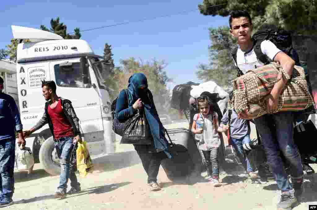 یونیسف کے مطابق دنیا میں لگ بھگ پانچ کروڑ بچے یا تو اپنا ملک چھوڑنے پر مجبور ہوئے یا پھر اندرون ملک ہی انھیں دربدری کا سامنا کرنا پڑا ہے۔