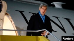 U.S. Secretary of State John Kerry arrives at the Vienna International Airport for talks on Iran's disputed nuclear program, Nov. 20, 2014.