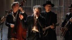 جشن نیم قرن فعالیت های هنری باب دیلان، خواننده اسطوره ای موسیقی فولکلور آمریکا
