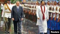Foto de archivo de la visita del presidente de Sri Lanka, Mahinda Rajapaksa, a la Habana, el pasado 16 de junio, en la que aparece el presidente Raúl Castro (izquierda).