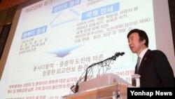 윤병세 한국 외교부 장관이 27일 서울에서 열린 한국국방연구원(KIDA) 국방포럼에서 '박근혜정부의 외교안보정책'을 주제로 기조연설을 하고 있다.