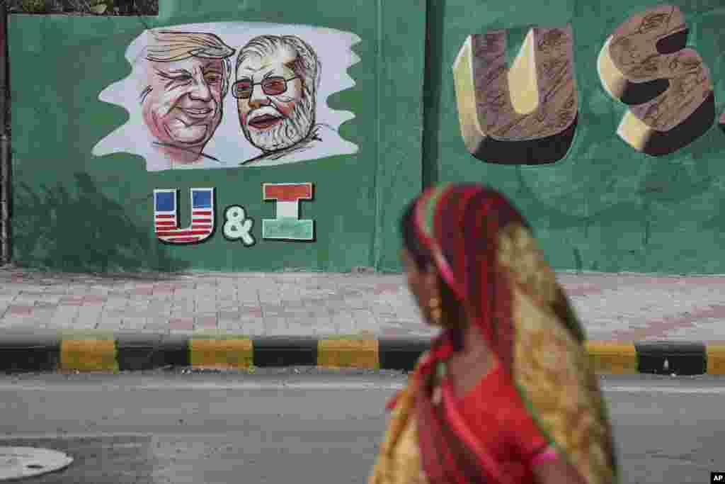تصویری از تبلیغات در شهر احمد آباد در آستانه سفر دونالد ترامپ رئیس جمهوری آمریکا به هند.