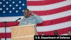 時任美軍駐伊拉克部隊指揮官的奧斯汀上將出席一個活動(美國軍方2010年11月25日照片)