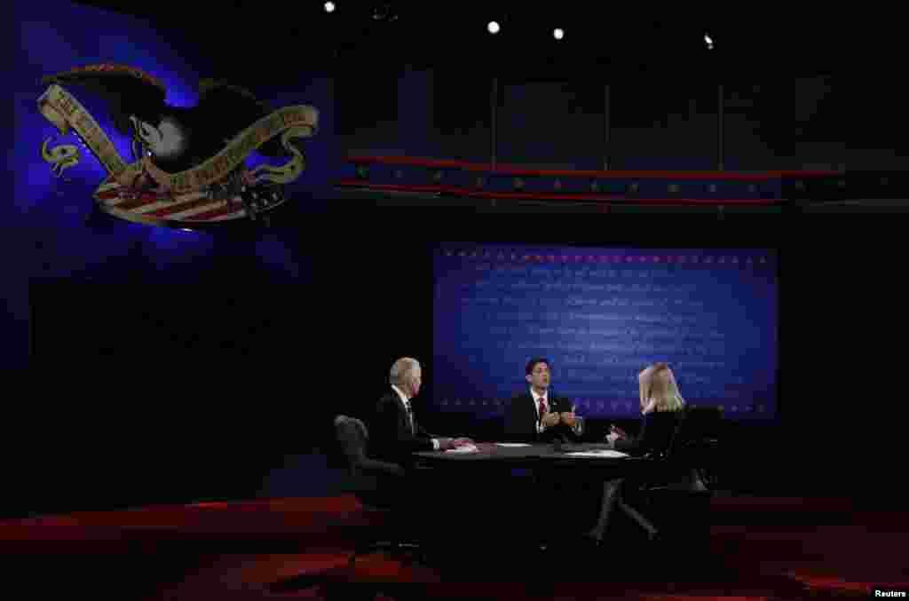 امریکی نائب صدر جو بائیڈن اور رکن کانگریس پال ریان کے درمیان مباحثہ