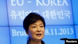 8일 벨기에 브뤼셀에서 열린 유럽연합-한국 공동 기자회견장에서 박근혜 대통령이 연설하고 있다.