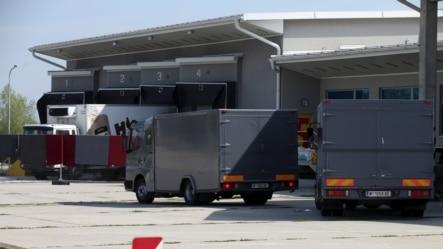 奥地利当局移送货车内发现的非法移民尸体