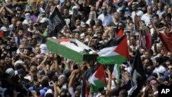 Palestinci nose telo Mohameda Abu Kudaira tokom sahrane u Jerusalimu