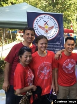 UPSF melakukan penggalangan dana dalam sebuah acara bazaar di AS (foto: UPSF).