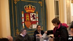 A woman cast her vote in a voting station in Madrid, November 20, 2011.