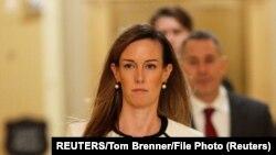 រូបឯកសារ៖ អ្នកស្រី Jennifer Williams ទីប្រឹក្សារបស់លោកអនុប្រធានាធិបតី Mike Pence អញ្ជើញទៅដល់វិមានសភា Capitol Hill សម្រាប់សវនាការបិទទ្វារមួយនៅក្នុងរដ្ឋធានីវ៉ាស៊ីនតោន កាលពីថ្ងៃទី៧ ខែវិច្ឆិកា ឆ្នាំ២០១៩។