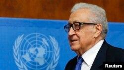 Nhà điều giải Liên hiệp quốc Lakhdar Brahimi đến cuộc họp báo sau khi hoà đàm Syria tại Genève kết thúc, 15/2/2014