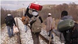 Treni vret 14 emigrantë në Maqedoni