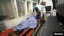 Un blessé arrive à l'hôpital de Khartoum, Soudan, le 5 septembre 2015.