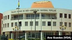 Alberto Nambeia acredita em conquistar maioria dos deputados