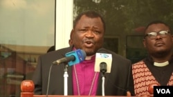 The Rev. Fonki Samuel Forba, president of the Council of Protestant Churches of Cameroon, urges warring parties to surrender their weapons and end violence. (M.E. Kindzeka/VOA)