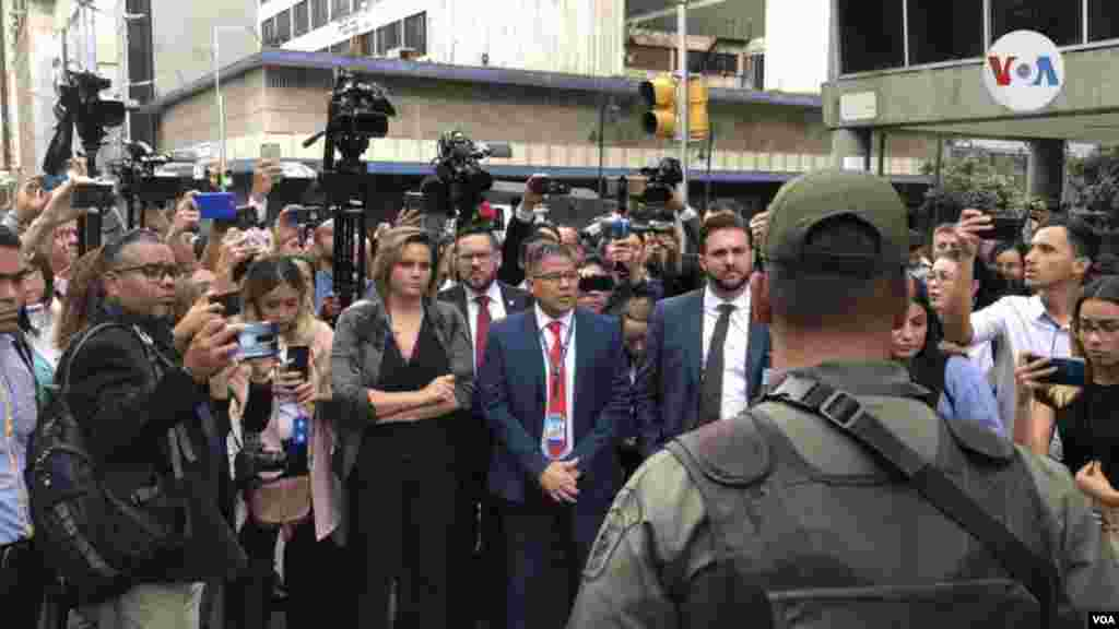 Le niegan acceso al director de prensa de Juan Guaidó, Edward Rodríguez.