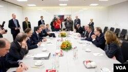 Sekjen NATO Anders Fogh Rasmussen melakukan pertemuan dengan para menteri pertahanan anggota NATO di Brussels (5/10).
