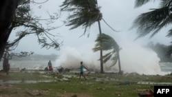 시속 3백km 강풍을 동반한 초강력 사이클론 팸이 바누아투를 강타하고 있다.