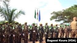 Les éléments de la MISCA, la force de l'Union Africaine en Centrafrique lors de la cérémonie leur rendant hommage le 13 septembre 2014 au camp Mpoko de Bangui, RCA.