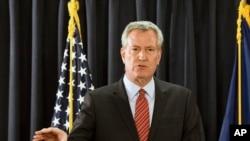 纽约市长白思豪2018年1月3日出席记者会(美联社)