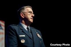 美军战略司令部司令约翰·海腾上将 (美国空军2016年8月30日照片)