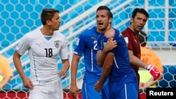 Italy's Giorgio Chiellini (3) complains to referee Marco Rodriguez of Mexico (unseen) during their 2014 World Cup Group D soccer match against Uruguay in Natal, June 24, 2014.