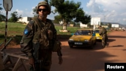French soldiers of the newly deployed EUFOR-RCA European Union military operation in the Central African Republic guard the entrance of the airport in the capital Bangui, May 4, 2014.