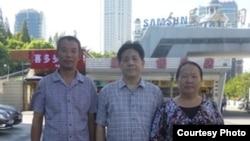陈建芳与冯正虎(中)、陈光福在上海。(维权网图片)
