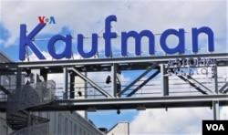 Kaufman Astoria Studios di New York, salah satu studio film terbesar di Pantai Timur AS.