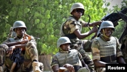 Niger soldiers provide security for an anti-Boko Haram summit in Diffa city, Niger, Sept. 3, 2015.