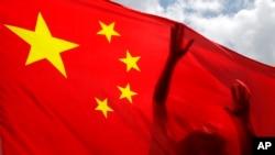 Bendera China berkibar di Hong Kong, 30 Juni 2020. (Foto:AP/Kin Cheung)