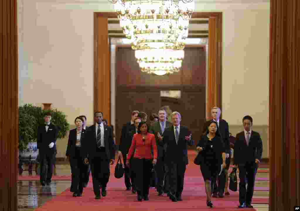 U.S. National Security Adviser Susan Rice chats with U.S. Ambassador to China Max Baucus (center right) as they head to meet with Chinese President Xi Jinping at the Great Hall of the People in Beijing, China, Sept. 9, 2014.