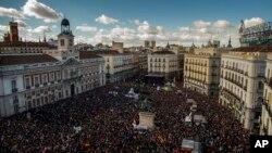 Quảng trường chính của Madrid tràn ngập người biểu tình ủng hộ đảng chống kiệm ước Podemos.
