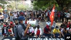 Biểu tình chống cuộc đảo chánh của quân đội, tại thị trấn Tarmwe ở Yangon, Myanmar, ngày 27/3/2021