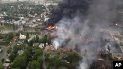 캐나다 퀘백주에서 유조열차가 탈선해 폭발한 사고 현장의 모습이다.