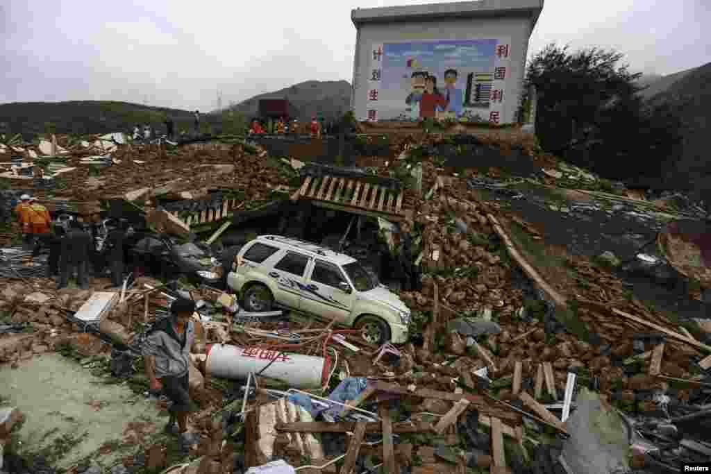 Rescuers and residents search for survivors after an earthquake hit Longtoushan township, Ludian county, Yunnan province, Aug. 4, 2014.