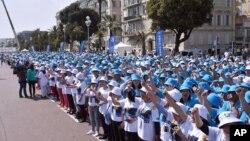 中國傳銷組織天獅集團6千多員工在法國尼斯組織團建活動。(2015年5月8日)