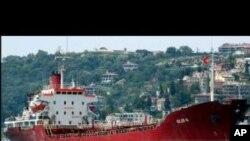 صومالی قزاقوں نے 25 رکنی عملے سمیت بنگلہ دیشی بحری جہاز یرغمال بنا لیا