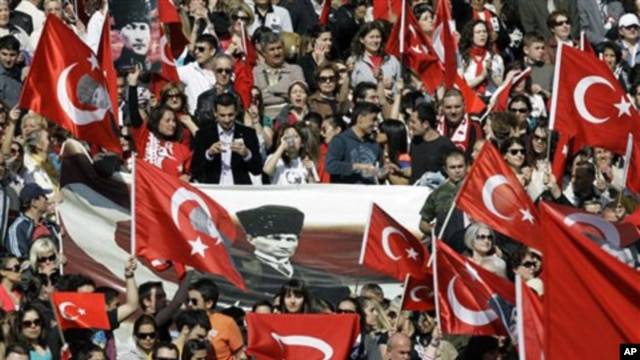 Turks rally at the mausoleum of secular Turkey's founder Kemal Ataturk in Ankara (file photo)