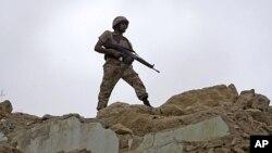 巴基斯坦当局正在努力平息发生在卡拉奇的政治和民族暴乱