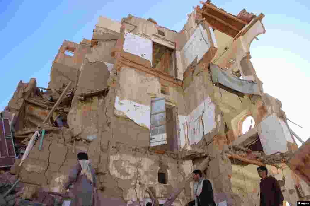 فضائی کارروائیوں کی وجہ سے دارالحکومت صنعا کا تقریباً سارا علاقہ ملیا میٹ ہو چکا ہے۔