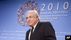 国际货币基金总裁在世界银行和IMF年会的记者会上