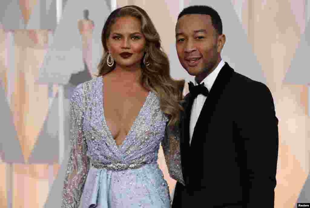 O cantor John Legend com a mulher e modelo Chrissy Teigen