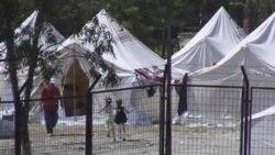 در این تصویر دو کودک سوری را در کمپی که در نزدیکی مرز ترکیه با سوریه برای آوارگان آمده شده، می بینید. ۹ ژوئن ۲۰۱۱
