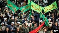 در مظاهرات اخیری که از هفتۀ گذشته در ایران آغاز یافته، تا حال حد اقل ۲۱ نفر کشته و صد ها مظاهره کننده توقیف شده اند